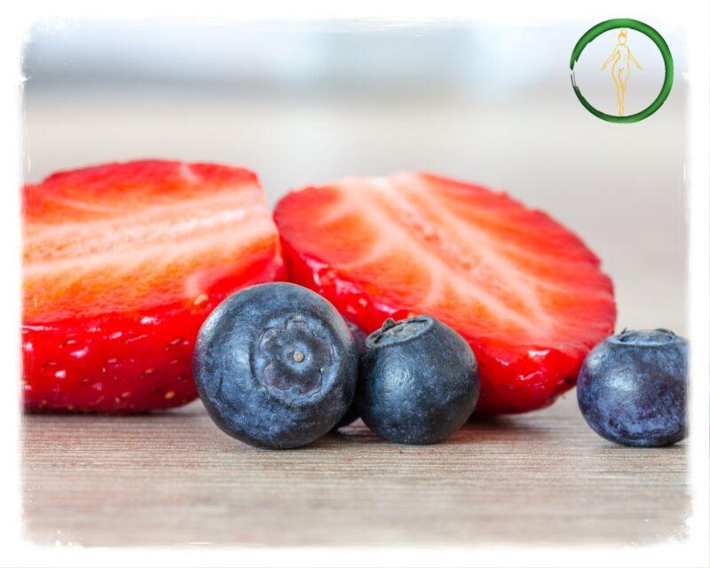jagody i truskawki korzystnie wpływają na zdrowy pęcherz moczowy